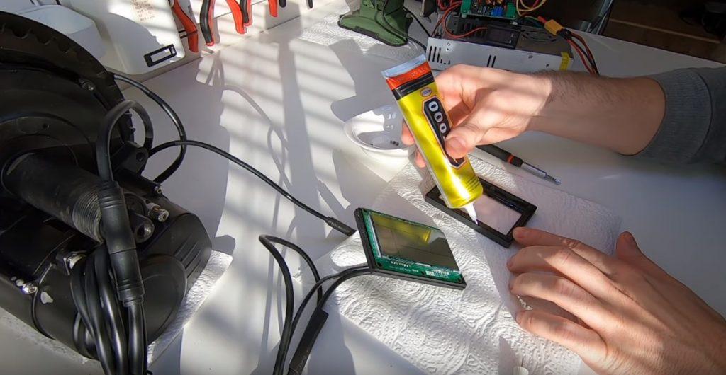 Uszczelnienie KT LCD3 silikonem
