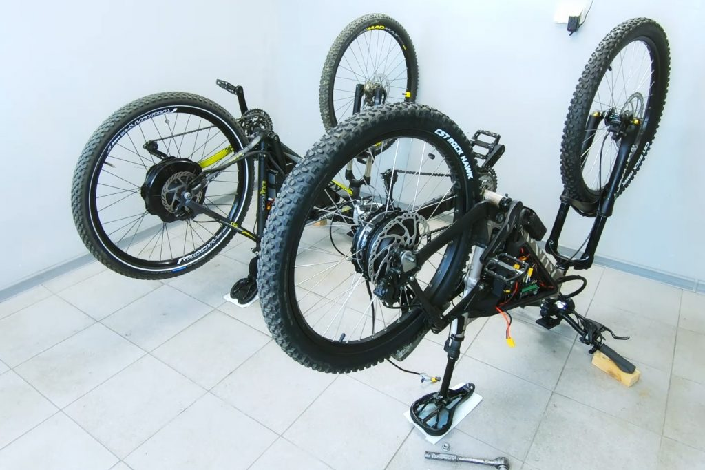 Rear wheel hub motors