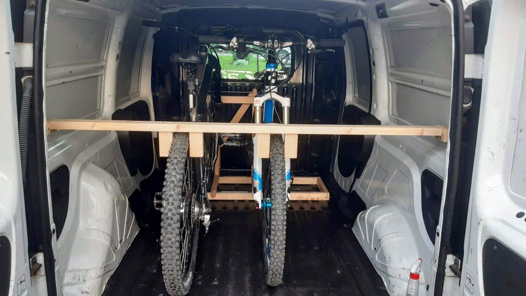 Uchwyt do rowerów - rowery w środku auta (Fiat Doblo)
